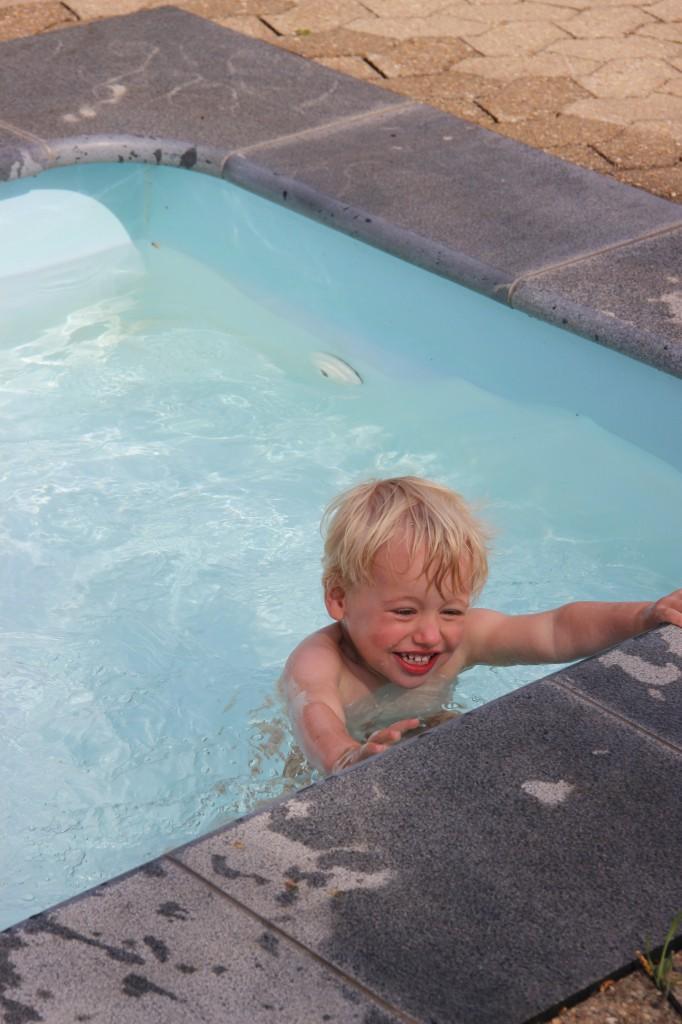 Arthur in het zwembad