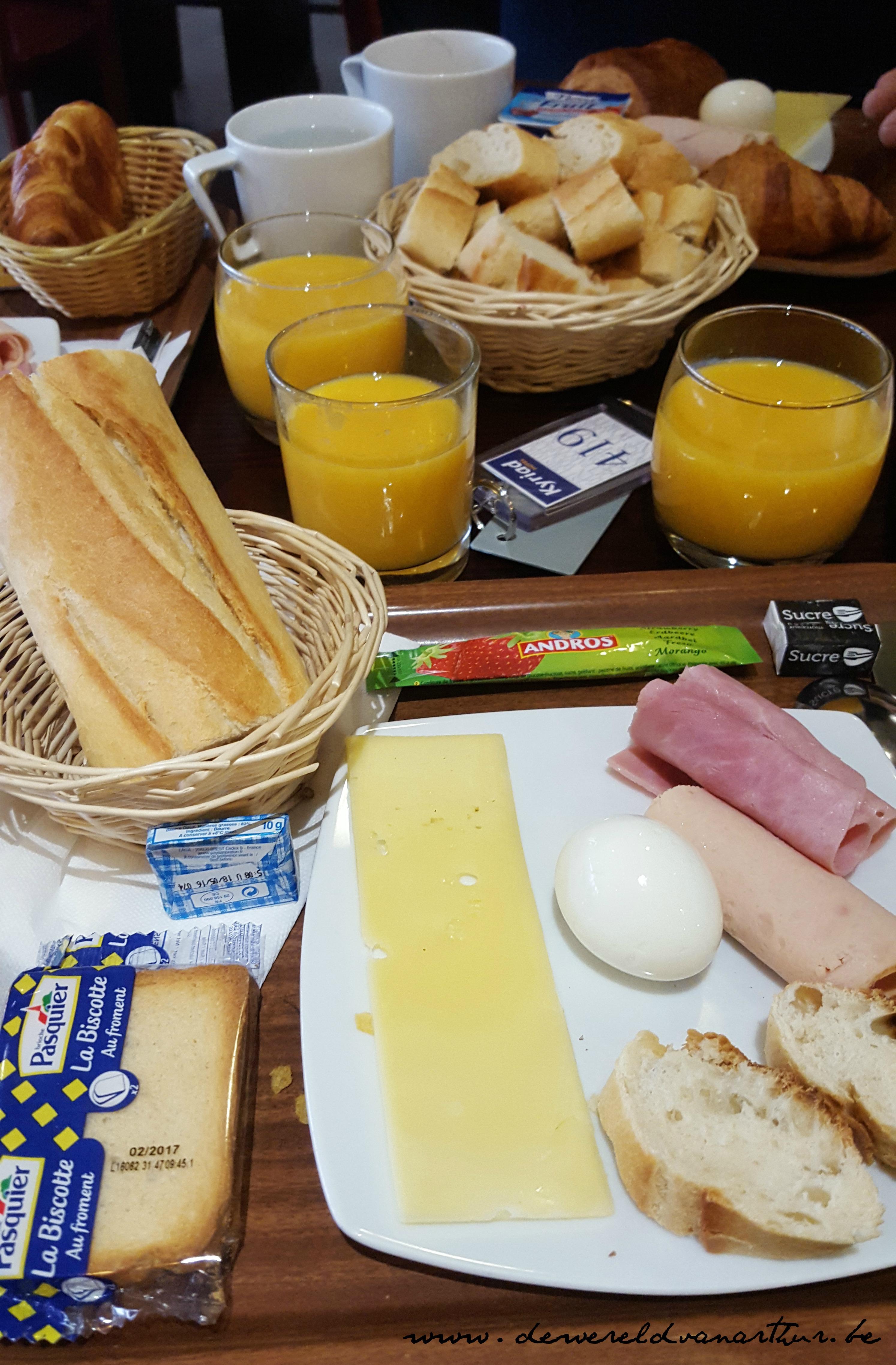 ontbijt kyriad hotel de wereld van arthur